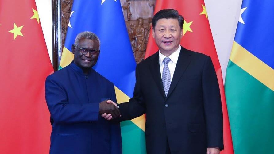 习近平会见所罗门群岛总理索加瓦雷