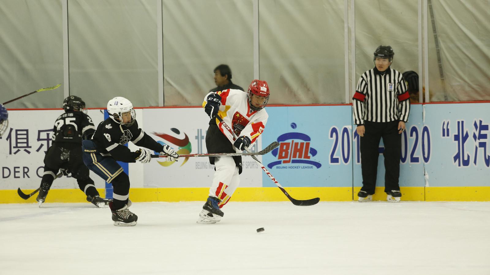 北京青少年冰球俱乐部联赛开幕 首次增设U18年龄组