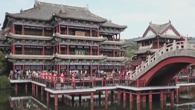 《生活特供之跟着BTV去旅行》20191215畅游横店影视城