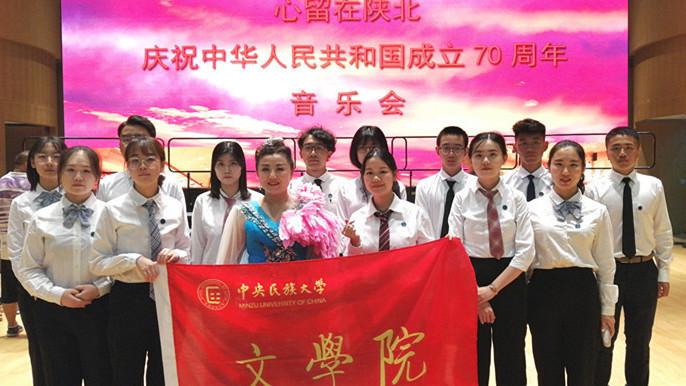 歌声献给新时代—— 青年歌唱家钟中北京国图再抒情怀