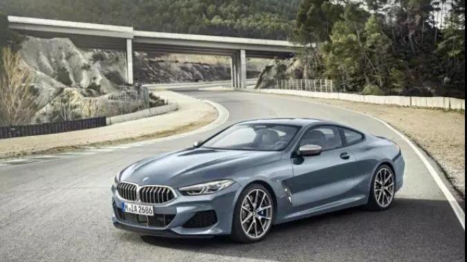 《我爱我车》全新BMW 8系运动豪华兼顾 大漠黄沙试驾新一代长轴距GLC