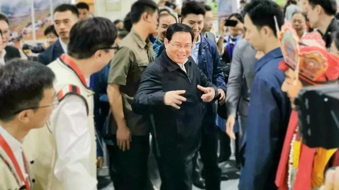 """丽江官员接力赴沪""""卖货"""",上海市委书记点赞特产"""