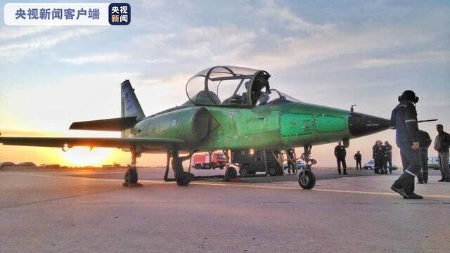 伊朗公布一款自主研发的超音速高级喷气式教练机