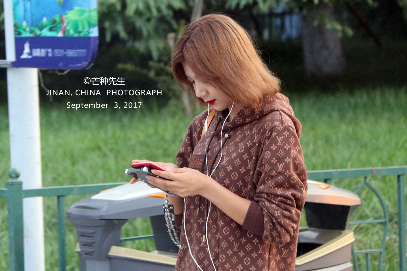 济南泉城美女,每天都多广场啊!的躺倒美女图片