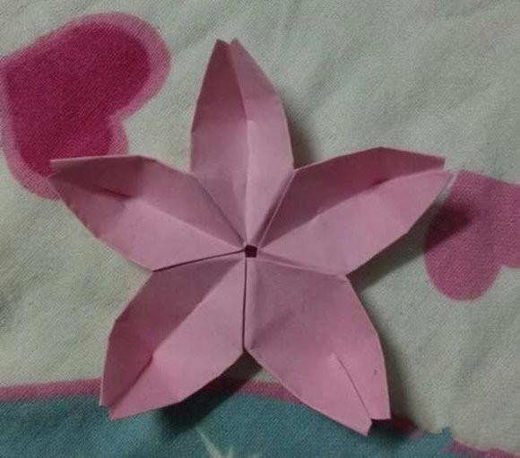折纸的步骤如图所示,大家跟在后面学起来吧!