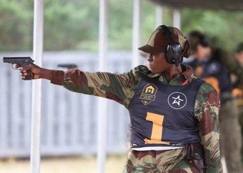 澳大利亚女兵在部队占的比例很高,在澳大利亚的部队里,各种的兵种都图片
