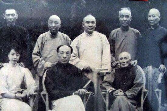 青帮代表人物:蒋介石,黄金荣,杜月笙,张啸林,袁克文.
