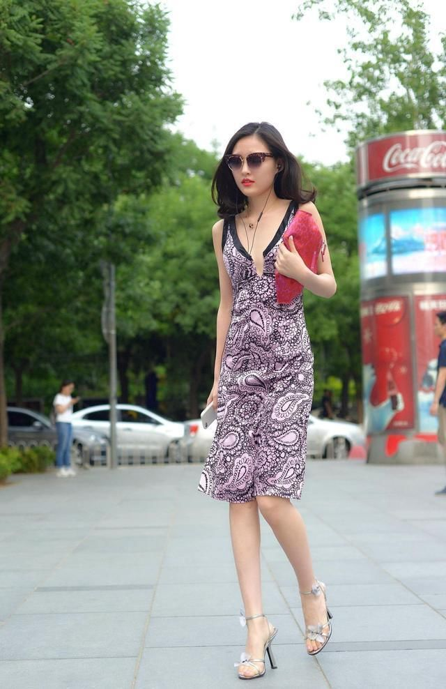 时尚街拍美女:哪有什么天生一对最般配,只不过是一个懂得迁就包容,另