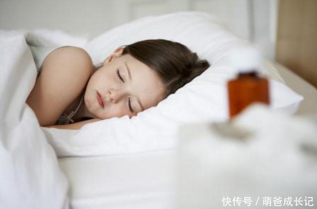 梦见做爱_梦见爸爸在隔壁睡觉妈妈和表哥在客厅做爱