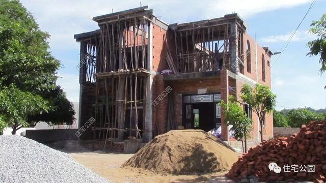 海南一别墅盖农村被台风逼停,几年后一层平房别墅姜庄路图片