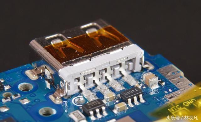 看看小米移动电源2c电路板做工怎么样.