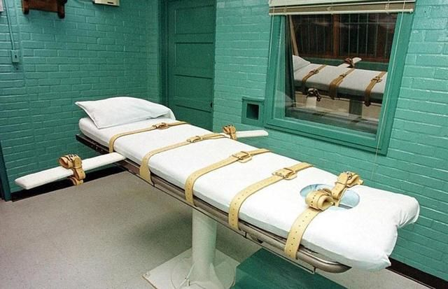 致命注射_执行时,将死刑犯绑在这个椅子上,然后注射致命药剂,过程非常快