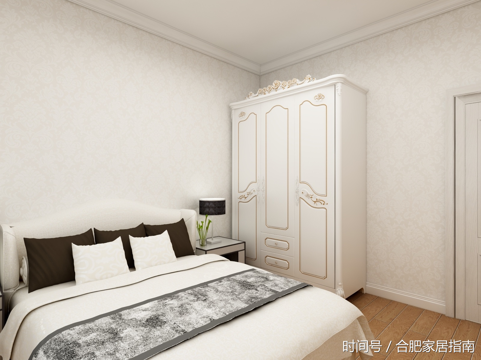 主卧采用了欧式的窗帘,搭配几幅装饰画和床头的灯相呼应.