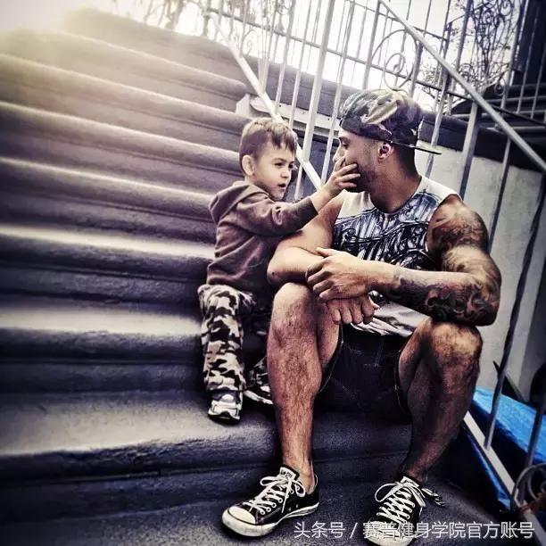 凭什么他酗酒,吸毒,纹身,儿子早产3个月,却拥有近百万