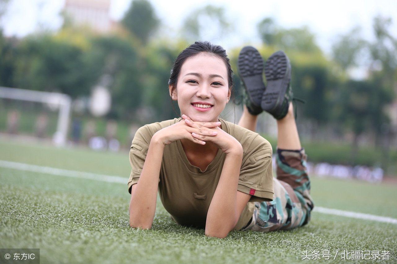 杭州职业学院兼职妹子_一位四川西南航空职业学院的萌妹子身着一身戎装,显得英气十足,美呆了