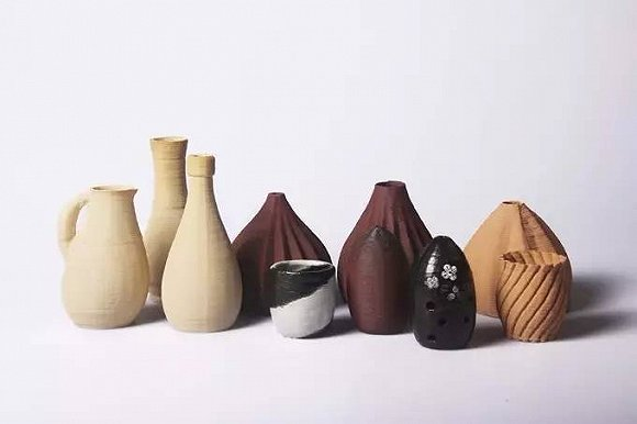 陶瓷制作囿于大型作坊,手工陶艺店令人向往.