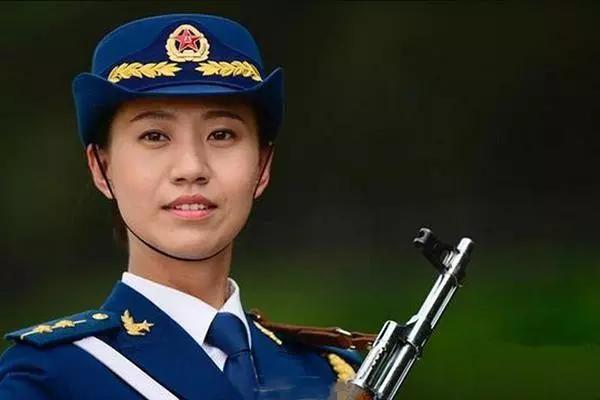 颜值最高的解放军建制部队:三军仪仗队女兵中队图片