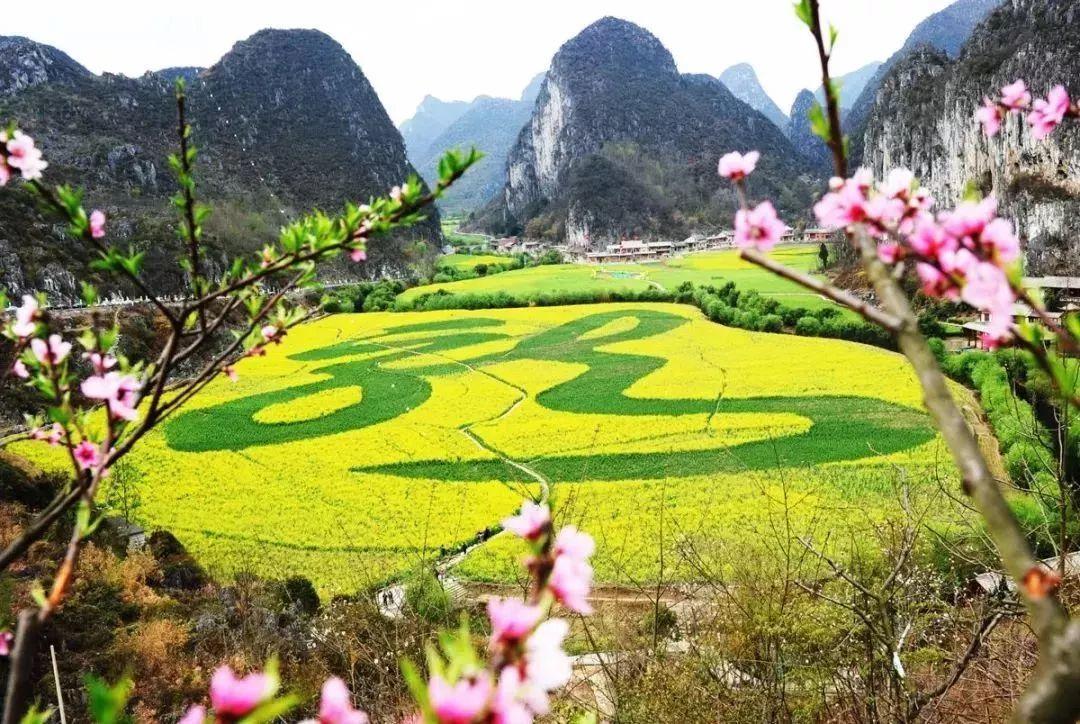 """3    贵州安顺龙宫风景区有着多类型的喀斯特景观,被游客赞誉为""""大"""