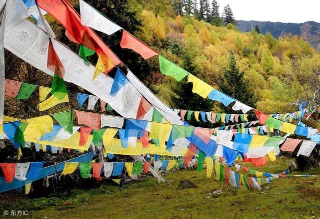 风马旗是青藏高原上一道独特的风景,在四川,青海,甘肃,云南的藏族聚居