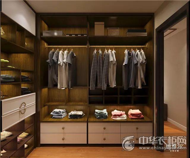 另外,主卧还设置有独立的卫生间和衣帽间,私密性更强,而且非常方便实