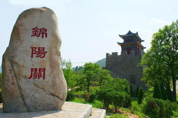 莱芜市的著名景点有:房干生态旅游区,吕祖泉旅游区,莲花山风景区,九