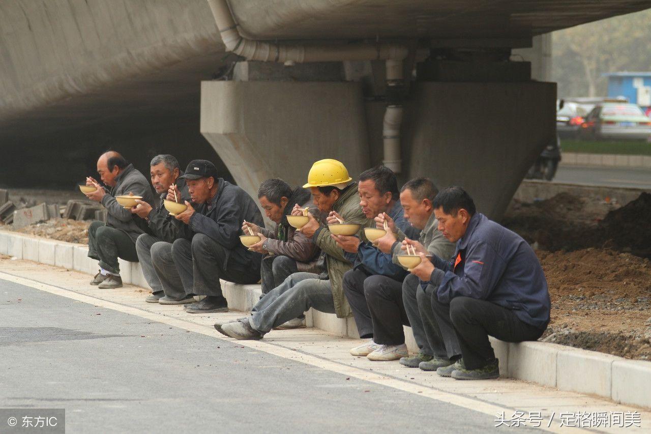 农民工吃饭8张图 不求吃好 吃饱就行 外出打工不容易图片