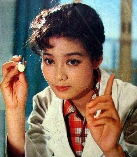 色情一级演员有哪些_她是最年轻的国家一级演员,创办的学校倒闭,还被男友骗财骗色!