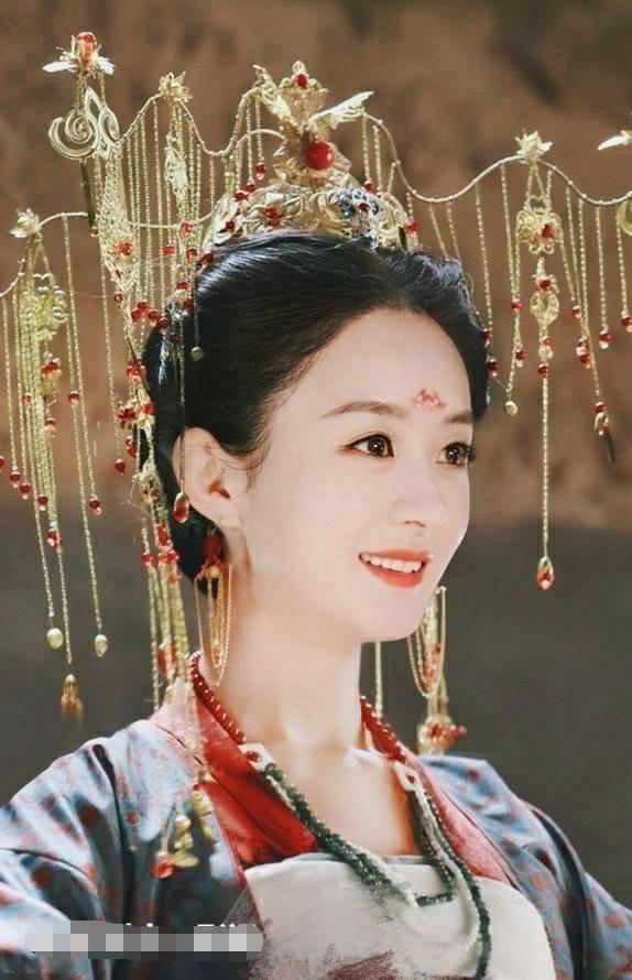 """当赵丽颖和李沁换上孟婆妆,竟然都""""输""""给了这个名不见"""