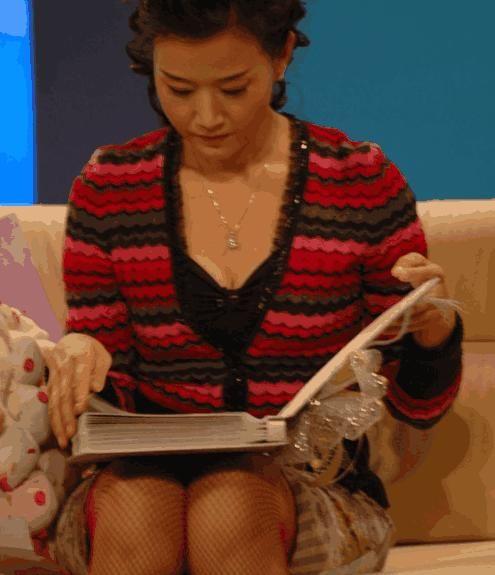 歌迷晒宋祖英12年前照片,穿长靴丝袜,和杨澜同框太美了!