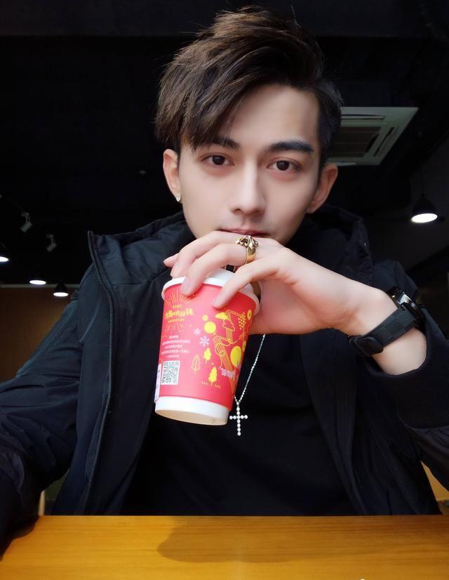 鲜嫩与肌肉相撞 人气帅哥徐志滨