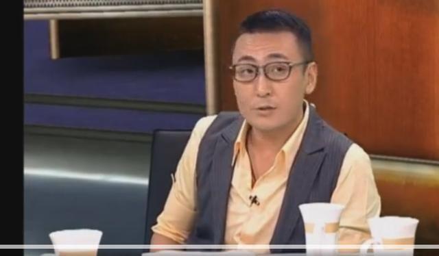 窦文涛在圆桌派上说:等了十几年的王菲的演唱会,王菲只说了一声谢谢.