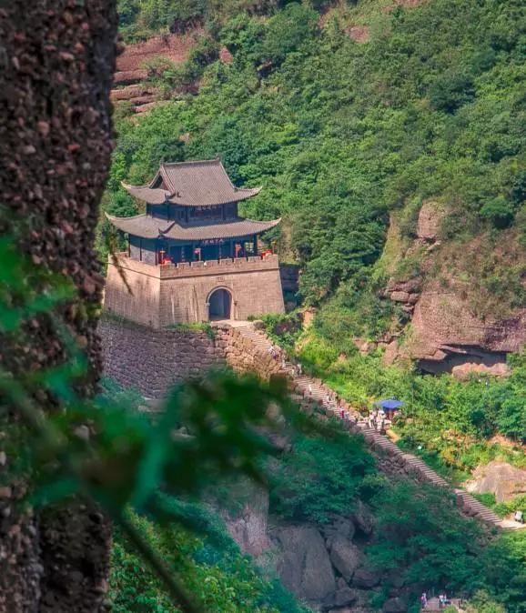 广元境内物产丰富,风景秀美,拥有众多的名胜古迹和游览景点.