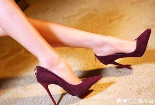优雅精爱穿尖头鞋,显时髦成熟的气质不关心人的女生图片