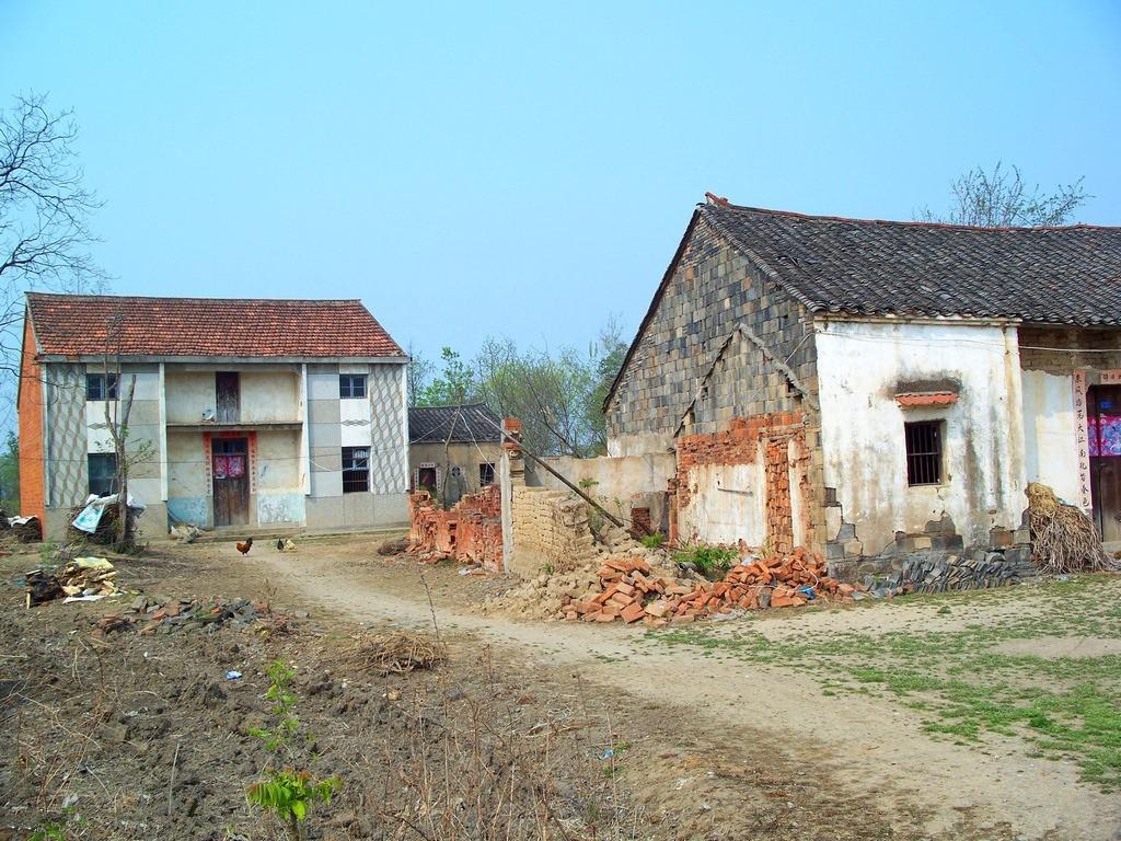 1.80,90年代农村老房子,现在不少村还有.