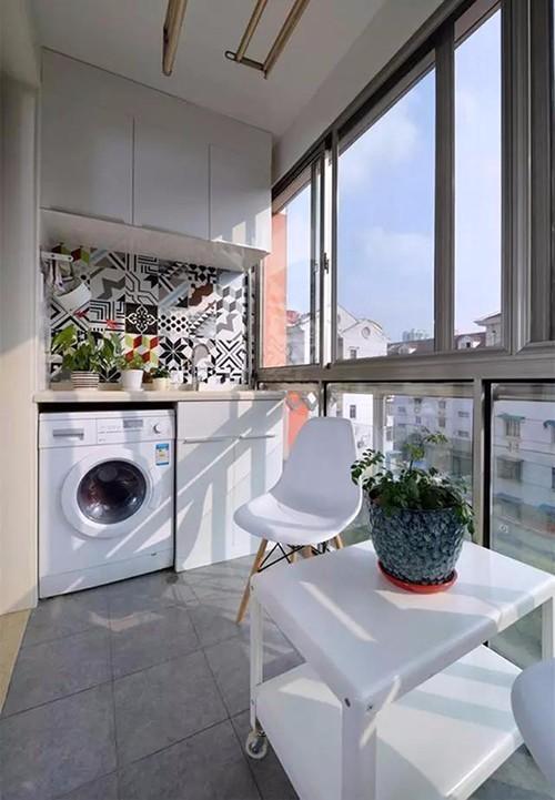 我们不妨做成嵌入式,做成洗衣台与洗衣机的整体台面.图片