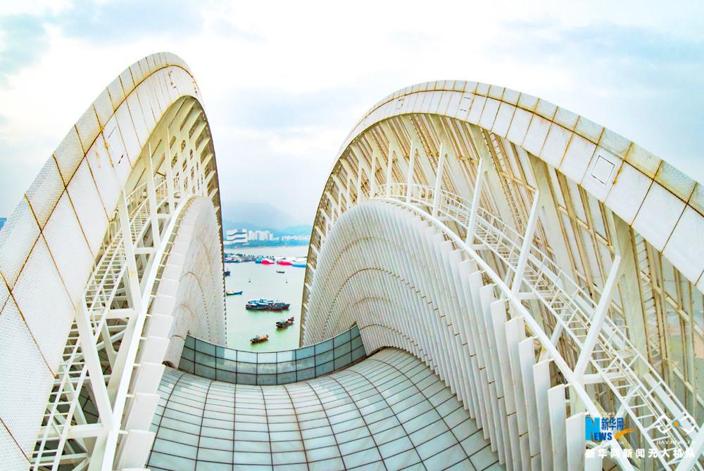 珠海大剧院,坐落于珠海市情侣路野狸岛北部填海区,是珠海的新地标