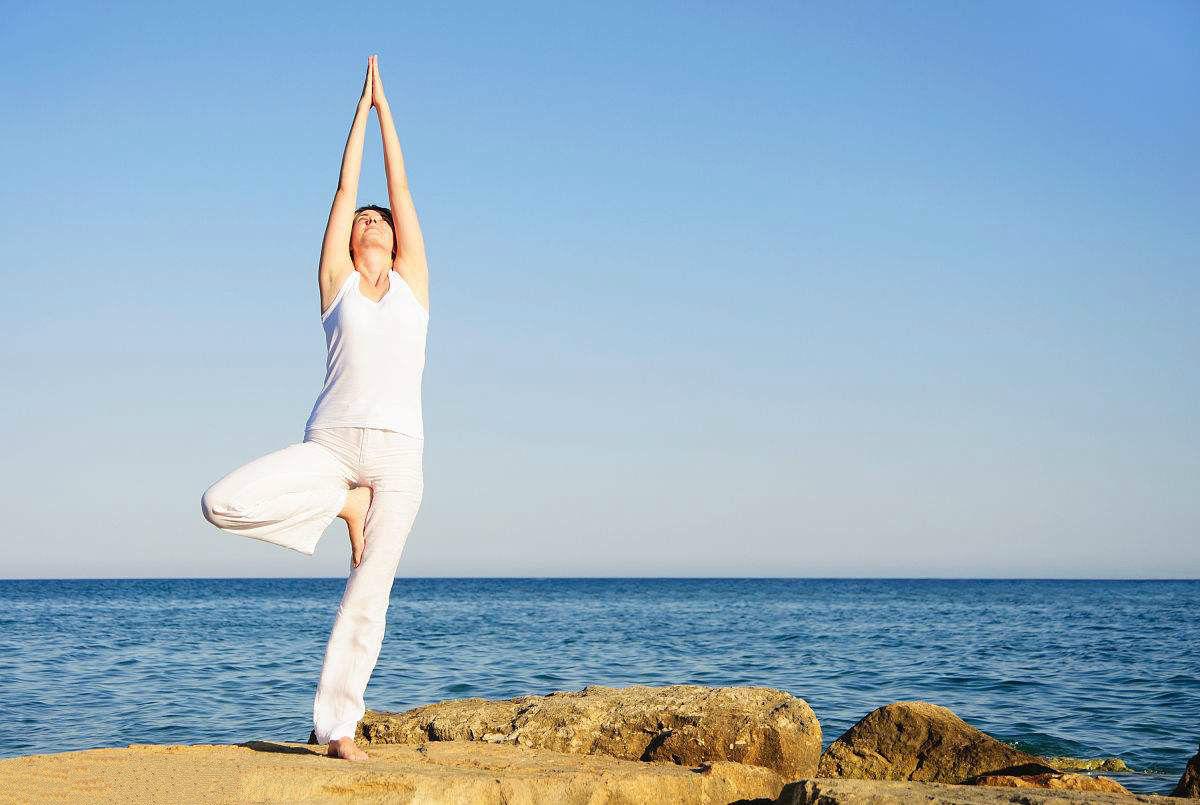 瑜伽树式中,腿总是掉下来,怎么办?图片