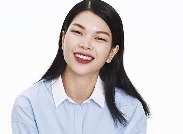 虽然吕燕在国际模特界有些知名度,也嫁了外籍帅老公,但估计没多人中国