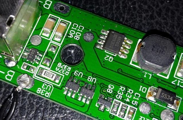 下图,上侧4606g和电感组成升压电路;下侧两只8205锂电过压/欠压保护