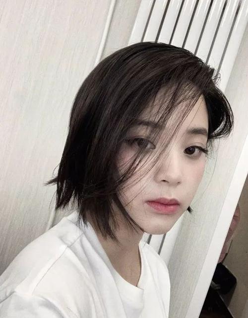 欧阳娜娜剪短发,那张怦然心动的初恋脸不见啦?图片