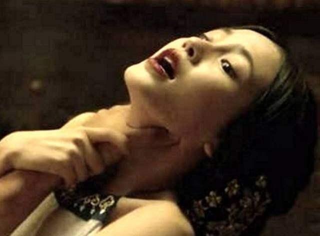 中林心如曾被人用双手掐住脖子,虽然看不到林心如的表情,不过从男子图片