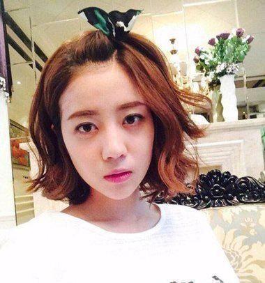 女生扎刘海苹果头发型 无刘海的苹果头发型,一部分是将刘海做成了扎