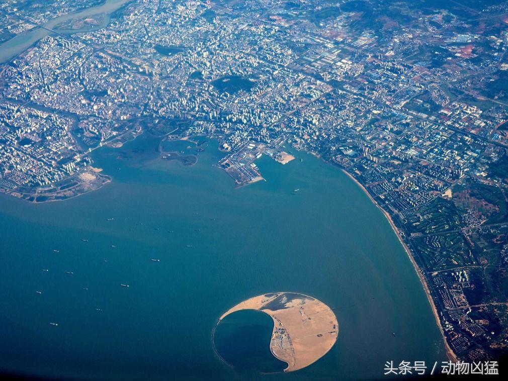 中国耗巨资打造南海明珠人工岛 场面壮观