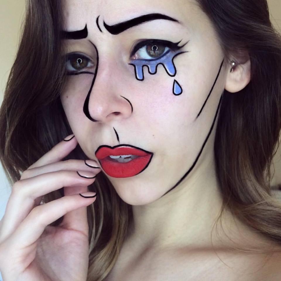 美女化妆师嘴唇作画 逼真卡通人物跃然唇上图片
