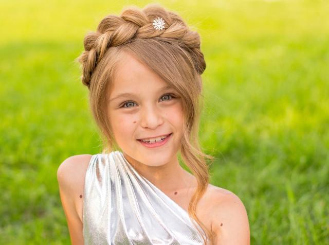 【图】怎样让短发女生瞬间变美丽 编辫子就是很好的选择