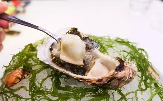 跟上海大多数餐厅供应的法国生蚝不同,冰岛的生蚝更加甜美,入口即化