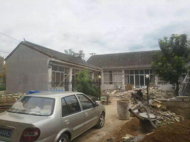 房子分为东厢房和西厢房,中间为房子的主体.