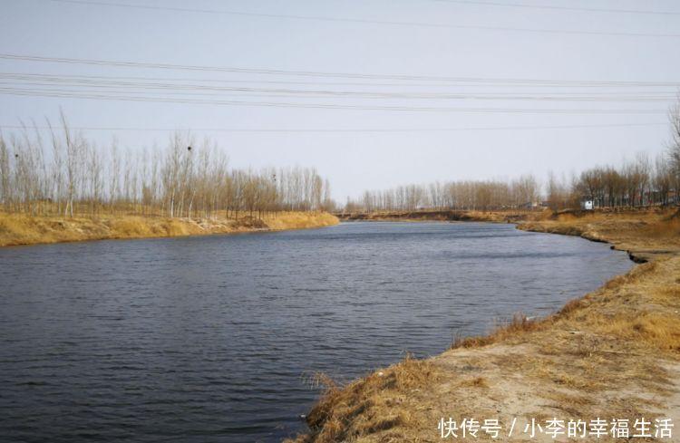 农村河边只见钓具不见人,周围的钓鱼人说出原因,让人笑喷!