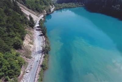 境内九寨沟风景区是享誉中外的旅游景点.