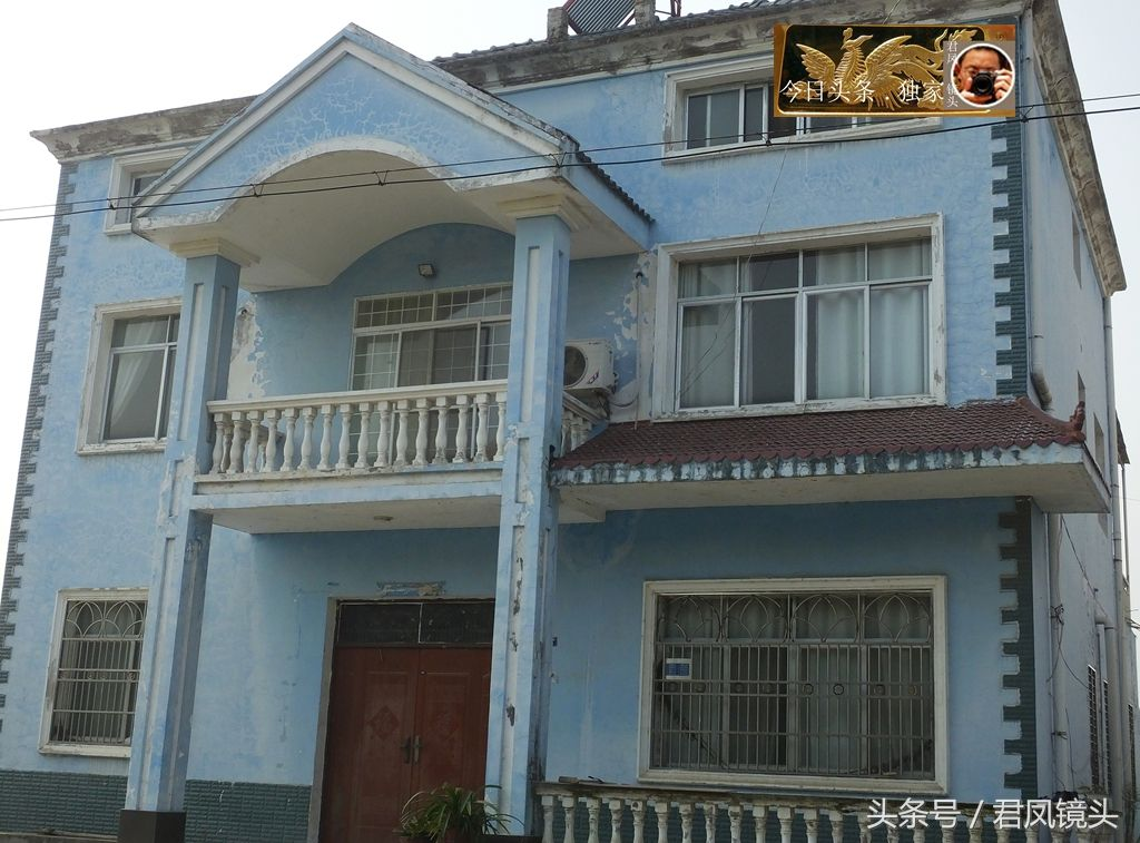湖北宜昌:乡村农房外墙涂料脱落成花脸 以后建房记得贴瓷砖哟